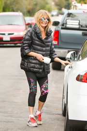 Goldie Hawn showed her sporty side with these colorful capri leggings.