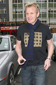 Gordon kept warm while in London in a striped wool scarf and printed T-shirt.