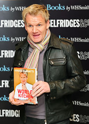 While promoting his book 'World Kitchen', Gordon rocked a leather jacket complete with pockets and zippers.