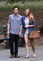 Blake Lively showed off a caramel colored shoulder bag while filming a scene from 'Gossip Girls'.