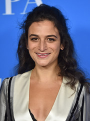 Jenny Slate looked youthful and feminine with her half-up curls that showed off her  Ileana Makri earrings at the HFPA Grants Banquet.