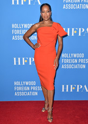 Regina King styled her dress with silver cross-strap heels by Giuseppe Zanotti.
