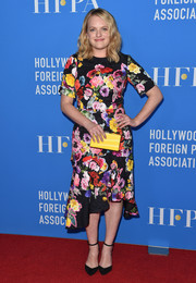 Elisabeth Moss added an extra splash of color with a yellow box clutch by Edie Parker.