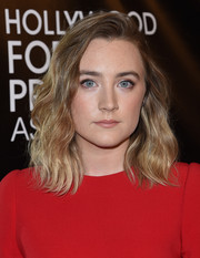 Saoirse Ronan sported lovely shoulder-length waves at the HFPA Grants Banquet.