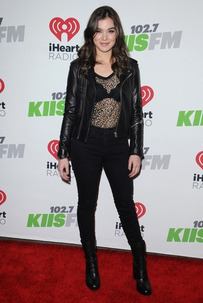Hailee Steinfeld Leather Jacket []
