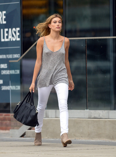 Hailey Bieber Leather Tote [magazine,clothing,fashion model,fashion,jeans,shoulder,street fashion,beauty,waist,footwear,leg,jeans,hailey baldwin,supermodel,fashion,model,photo shoot,street fashion,shoulder,express,hailey rhode bieber,united states,model,supermodel,photo shoot,fashion,magazine,leggings m]
