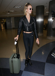 For her travel bag, Hailey Clauson chose an olive-green rollerboard.