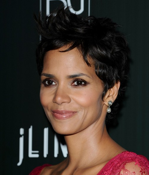halle berry hair 2011. Halle Berry Hair