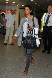 Halle Berry paired her casual airport outfit with a chic leather tote bag.