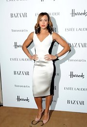 We love the simming black side panels of Jessica's white satin dress at the Harper's Bazaar Women of the Year Awards.