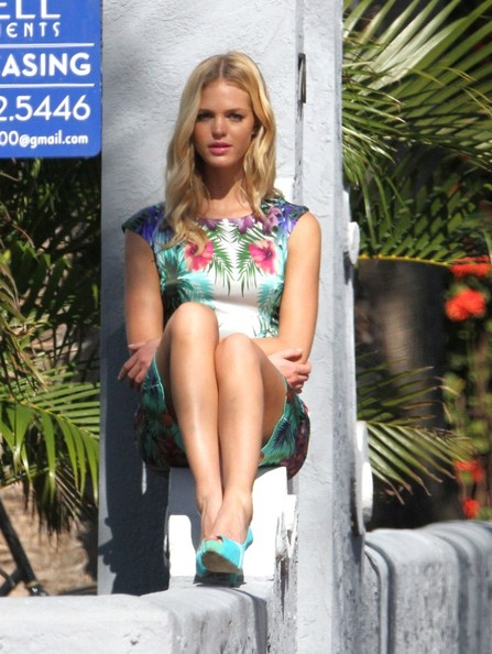 More Pics of Erin Heatherton Print Dress (1 of 14) - Erin Heatherton Lookbook - StyleBistro