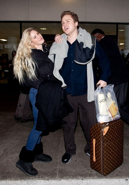 Spencer Pratt and Heidi Montag Kiss at the Airport