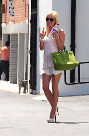 "Heidi's carrying a split-pea green ""Birkin"" bag with her summery ensemble."