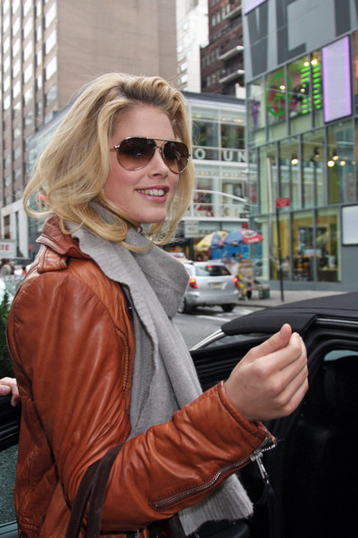 More Pics of Doutzen Kroes Aviator Sunglasses (1 of 2) - Doutzen Kroes Lookbook - StyleBistro