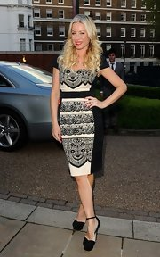 Denise van Outen chose a black-and-white lace sheath dress for her look at the 25 year celebration of 'Hello' magazine.