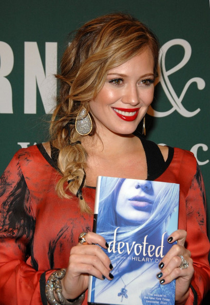 More Pics of Hilary Duff Long Braided Hairstyle (1 of 18) - Hilary Duff Lookbook - StyleBistro