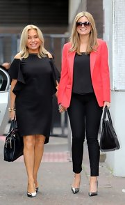 A pair of black skinny pants kept Holly's look sleek and professional.
