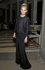 Kate Hudson layered a sophisticated black collarless coat over her stunning Stella McCartney gown.