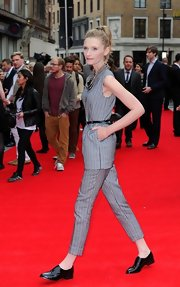 Agata Buzek chose a printed sleeveless tunic and matching pants for her look at the 'Hummingbird' premiere in London.