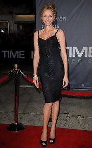 At the 'In Time' premiere, Rachel Roberts donned a sexy black cocktail dress paired with black peep-toe pumps.