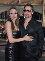 To the Inglourious Basterds premiere, Angelina is sporting a lovely gold cocktail ring.