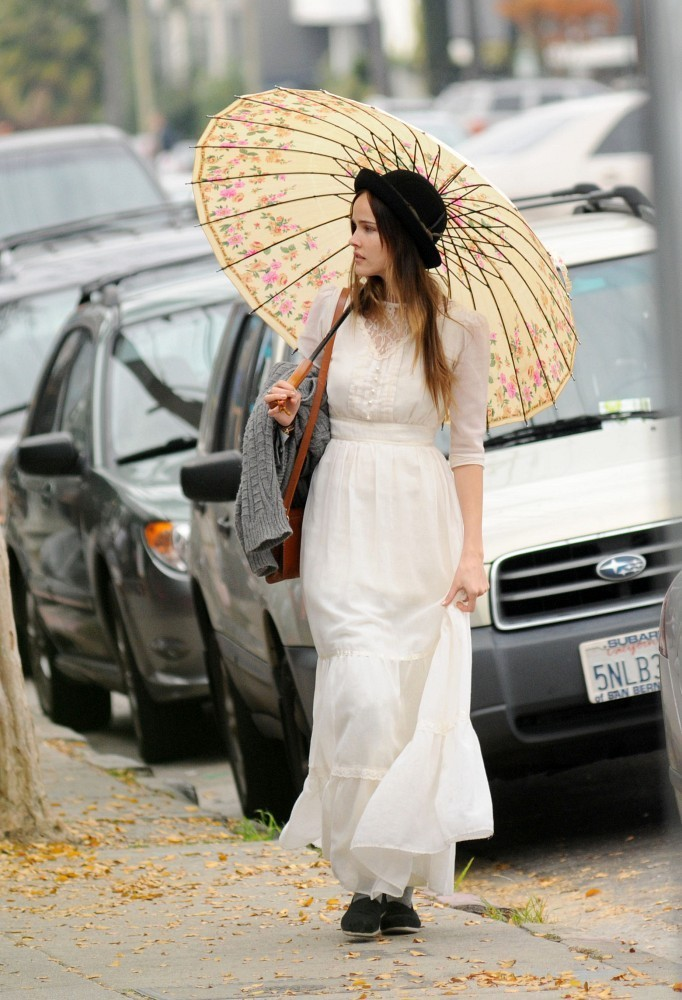 Actress Isabel Lucas gets coffee with friends in Silverlake as she carries a floral umbrella on a un-rainy day.