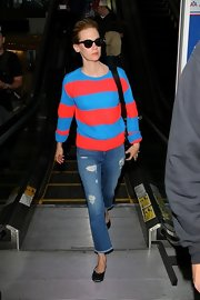 January Jones' bright blue-and-red striped sweater totally brightened up her travel look.