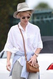 January Jones finished off her look with a pair of round shades by Sunday Somewhere.