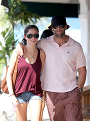 While vacationing with boyfriend Jason Statham, Alex sports a pair of sleek avaitor sunglasses that gives her beach wear a chic factor.