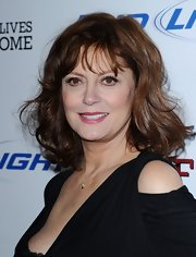 Susan Sarandon attended the premiere of 'Jeff Who Lives at Home' wearing her hair in a casual wavy 'do with wispy bangs.