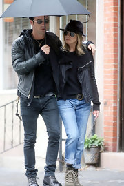 Jen was out and about NYC with beau, Justin Theroux, in a cool black jacket paired with a black fedora.