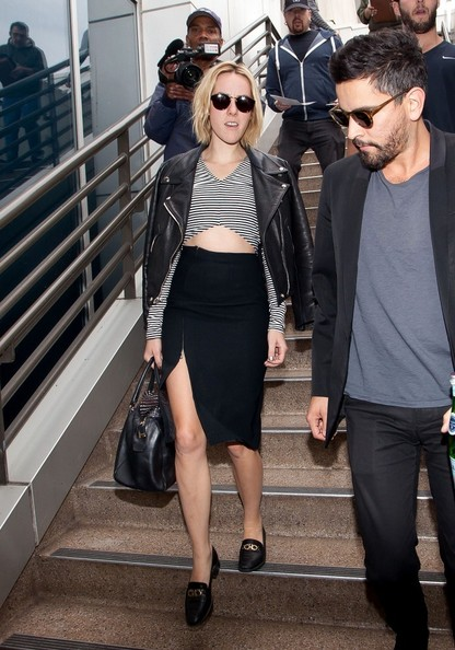 Jena Malone completed her airport outfit with a pair of black loafers.