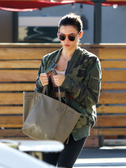 Jenna Dewan-Tatum stepped out on a sunny day in LA wearing a pair of cute round shades.
