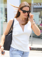 Jennifer Garner accessorized with a pair of classic wayfarers for a sunny day out in LA.