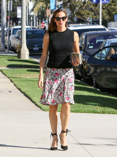 Jennifer Garner styled her look with black ankle-tie pumps by Gianvito Rossi.