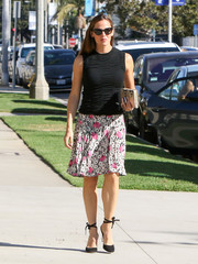 Jennifer Garner sweetened up her top with a floral skirt.