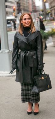 A luxurious black Hermes Birkin completed Jennifer Lopez's ensemble.