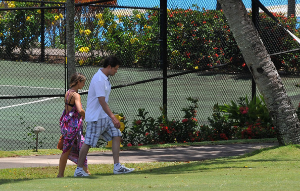 Jamie Kennedy loosened up in a pair of comfy running shoes while on vacation in Maui.
