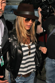 Jen traveled in style at LAX in a striped tank paired a brown suede fedora hat.