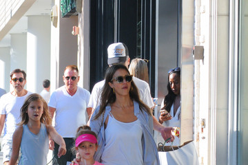 Jessica Alba Cash Warren Jessica Alba Goes Shopping With Her Family