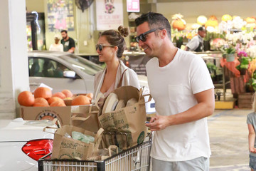 Jessica Alba Cash Warren Cash Warren and Jessica Alba Shop at Whole Foods