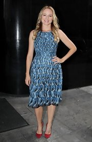 Jewel looked fab in her blue pleated print dress outside the Fox studios.