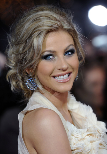 Julianne Hough Style   187  Updos LookbookJulianne Hough Short Hair Updo