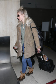 Julianne Hough completed her rugged ensemble with a pair of brown hiking boots.