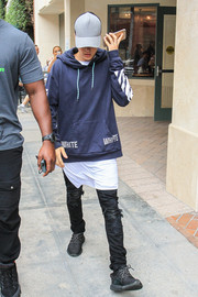 Justin Bieber finished off his outfit with a pair of black Yeezys.
