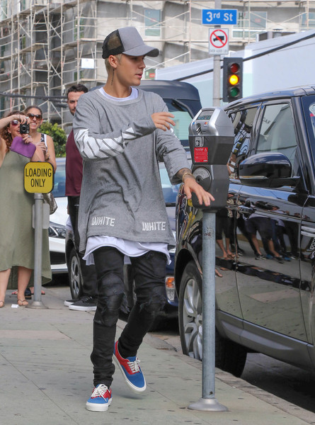 Justin Bieber teamed his shirt with a pair of leather-detailed jeans by Amiri.