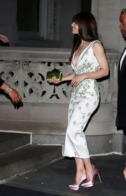 Jessica Biel hit the Met Gala after party wearing a tall pair of lilac satin platform pumps.