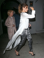 Kate Beckinsale's silver satin pants and white coat were a very chic pairing!