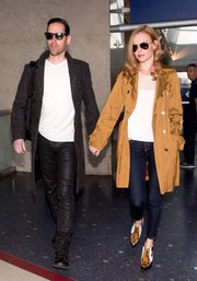 Kate Bosworth showed off her chic airport style with this gold trenchcoat.