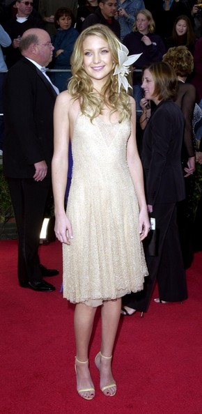 Kate Hudson Lace Dress []